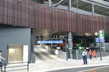 1)駐車場入り口